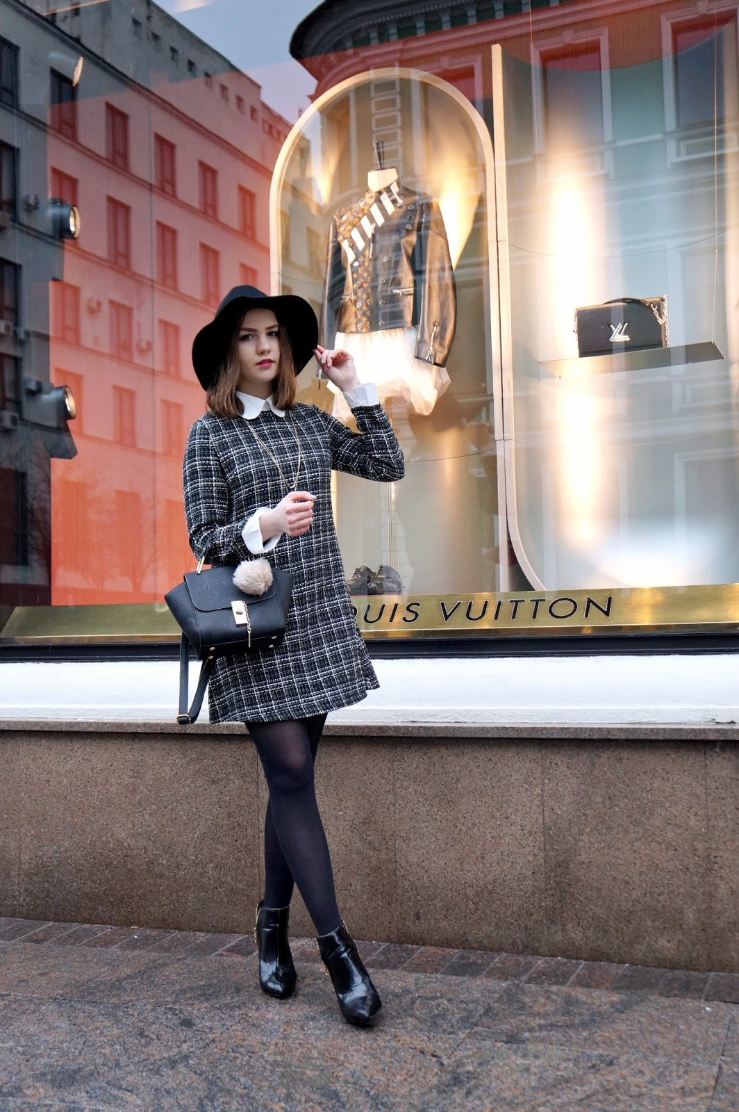 Alina Ermilova   Fashion Blogger   Checked Collar Dress