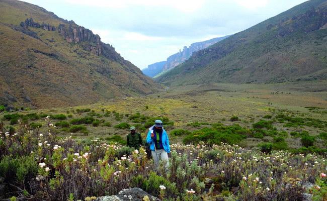 www.xvlor.com Mount Elgon National Park is volcano reserve on Uganda and Kenya