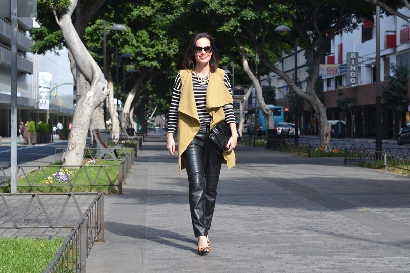 street-style-outfit-vest-leather-pants