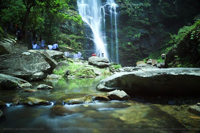 Sảng khoái đắm chìm trong dòng nước mát tại thác Khe Kèm