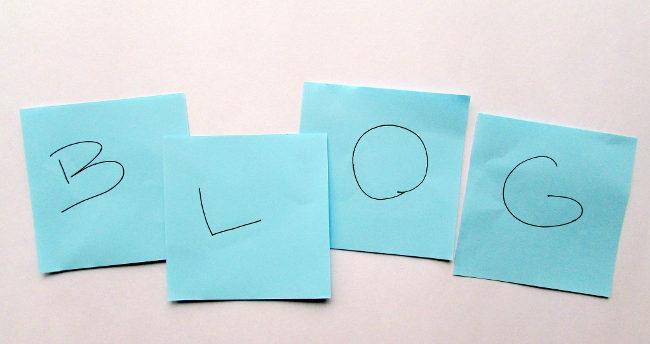 Надпись Blog на листочках