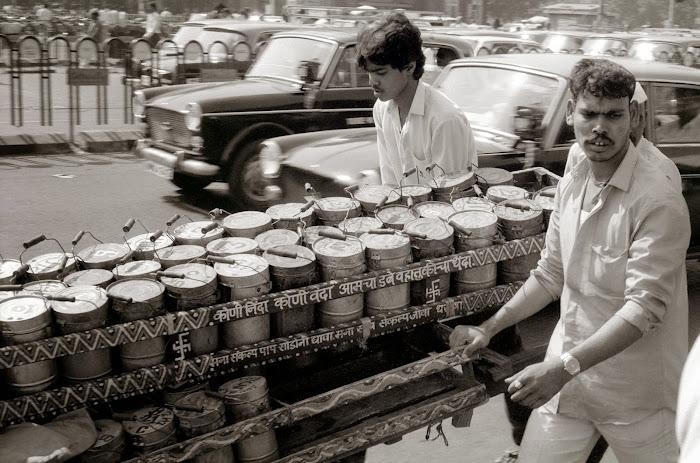 Mumbai, Dabbawallah, Church Gate station, © L. Gigout, 1991