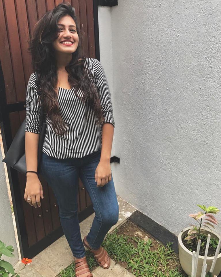 Actress & Models: Shanudrie Priyasad