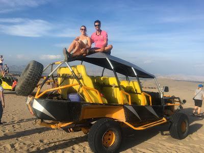 areneros en las dunas de huacachina