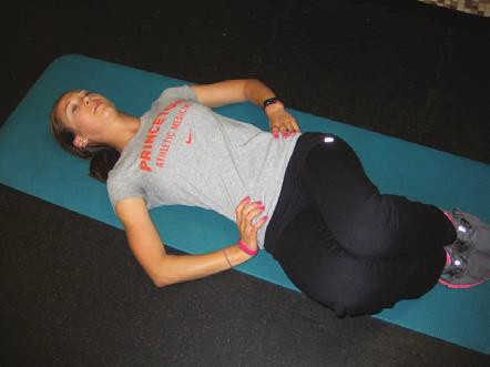 6 Latihan Core Exercise untuk Melatih Otot Perut Menjadi Langsing - Supine Twist