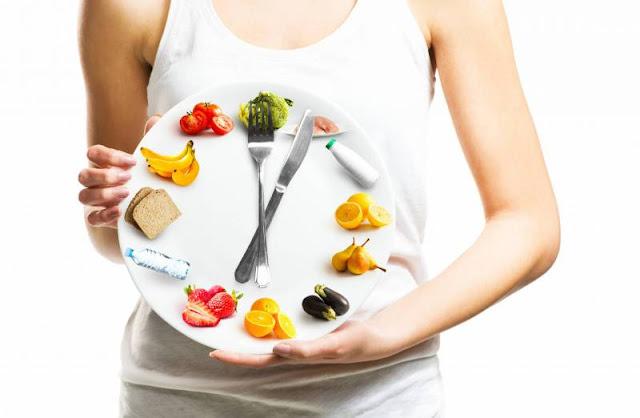 الساعة التي عليك التوقف فيها عن تناول الطعام لخسارة الوزن!