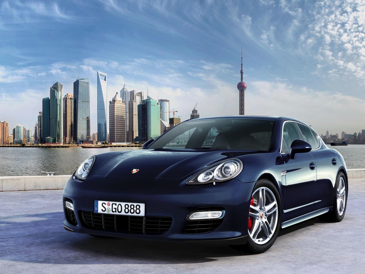 Luxury Vehicle: Porsche Panamera