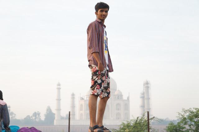 Patel, Mehtab Bagh diseberang Taj Mahal, Agra, India