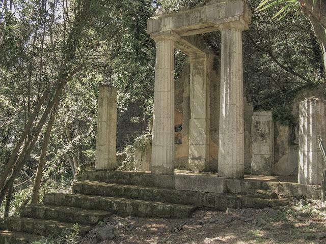 Finti ruderi romani a Caserta