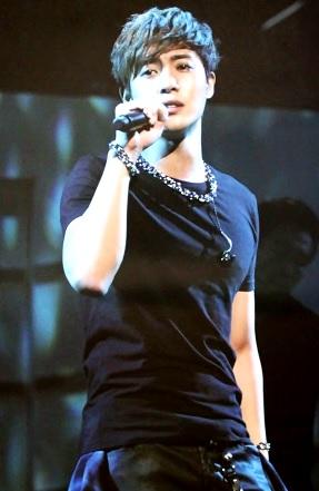 Foto de Kim Hyun Joong en el escenario