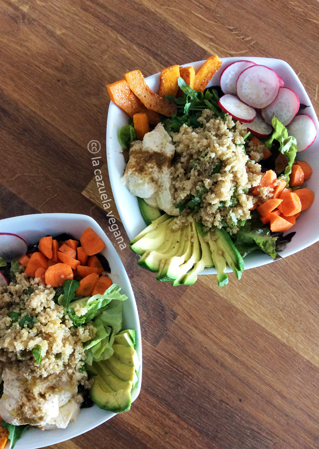 Ensalada de quinoa, calabaza, boniato, zanahoria, rábanos y hummus