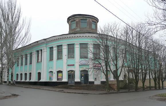 Константиновка. Ул. Торецкая, универмаг «Украина». 1926 – 1941. Строилось для госбанка
