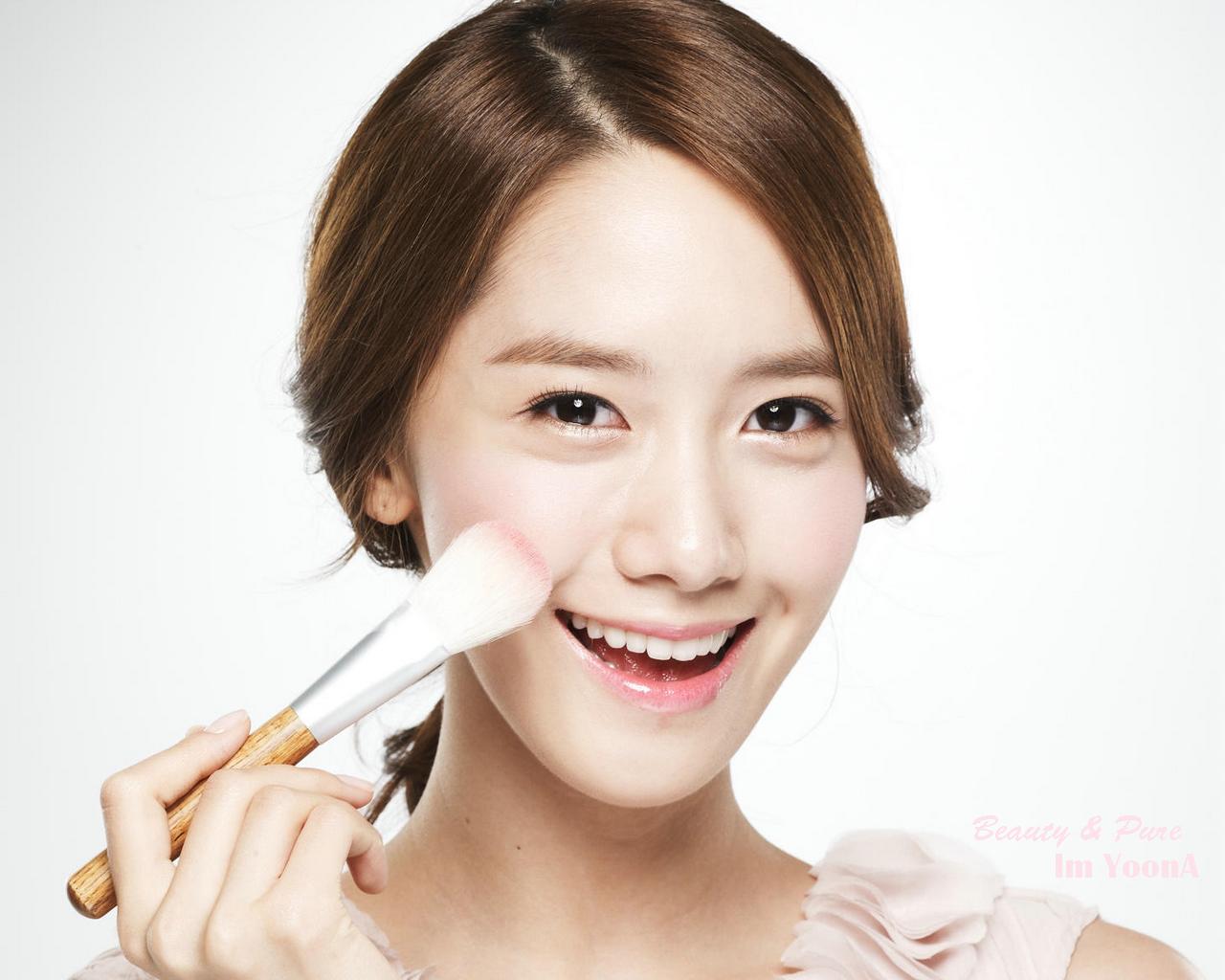 Makanya Tren Make Up Korea Suka Banget Bikin Alis Yang Tebal Dan Lurus Karena Membuat Muka Kita Terkesan Lebih Muda Nah Contohnya Cece Yoona Yang Cantik