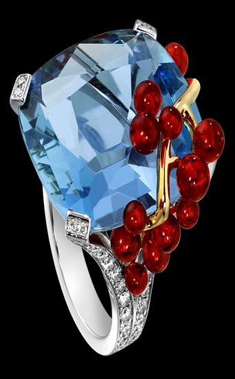 ec3c4557c9c7 Anillo Limelight de Piaget inspirado en el cocktail Blue Lagoon. En oro  blanco ...