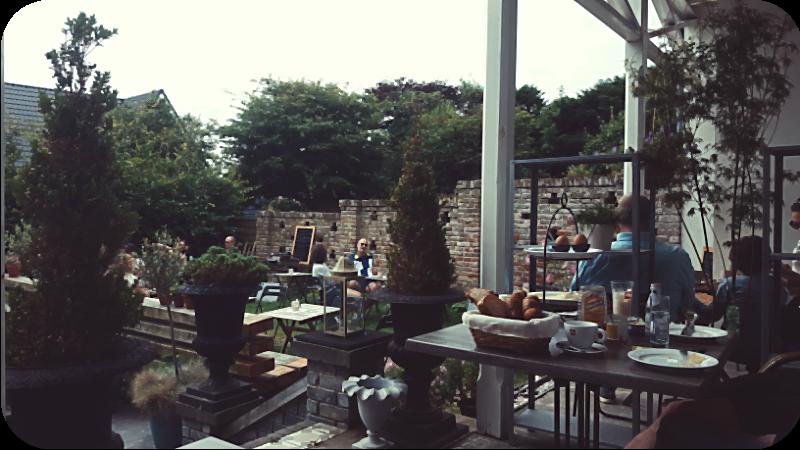 Auf der Terrasse von Mondriaans Winkel, Domburg | Arthurs Tochter Kocht von Astrid Paul