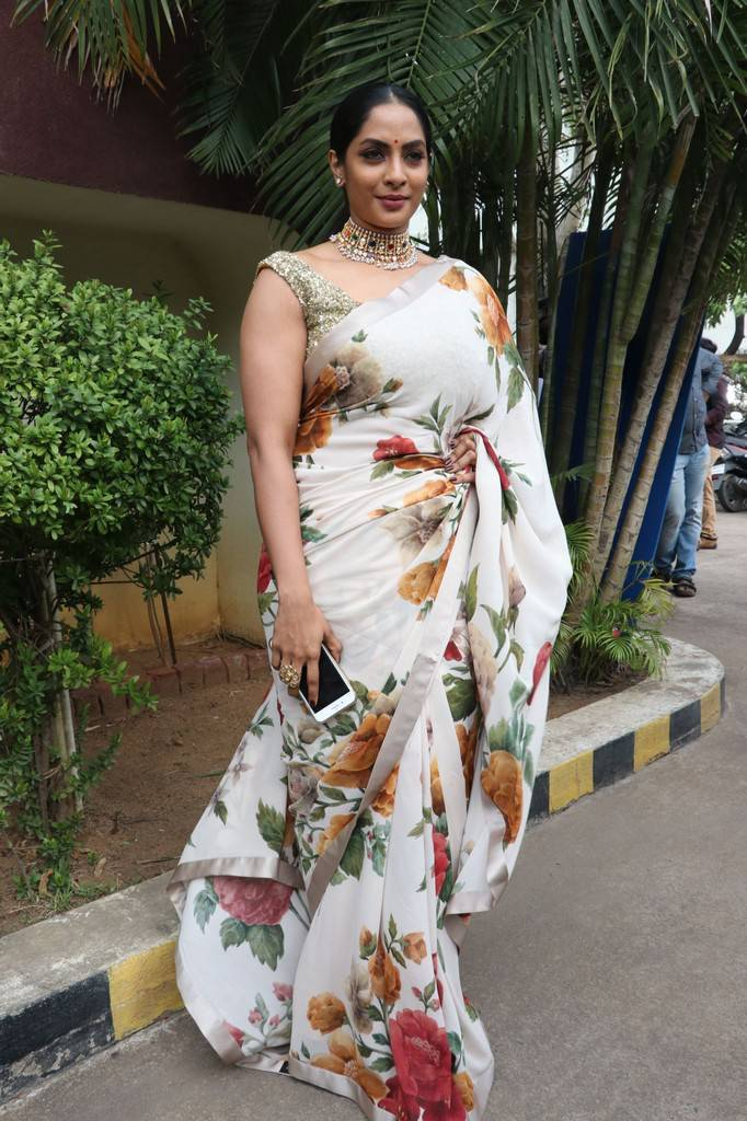 Actress Actress Sriya Reddy Stills In White Saree At Andava Kaanom Movie Audio Launch