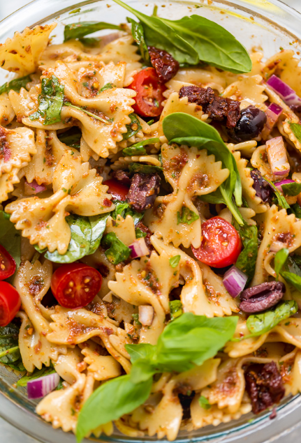 VEGAN SPINACH AND SUN DRIED TOMATO PASTA SALAD