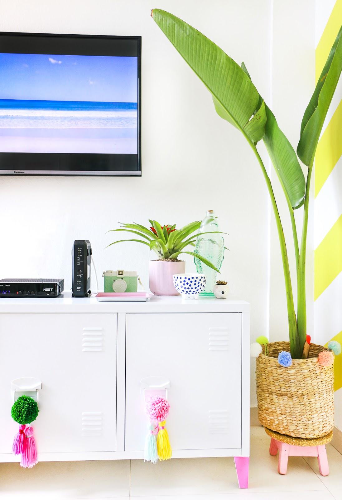 rack industrial branco tok stok decoração sala de estar com TV
