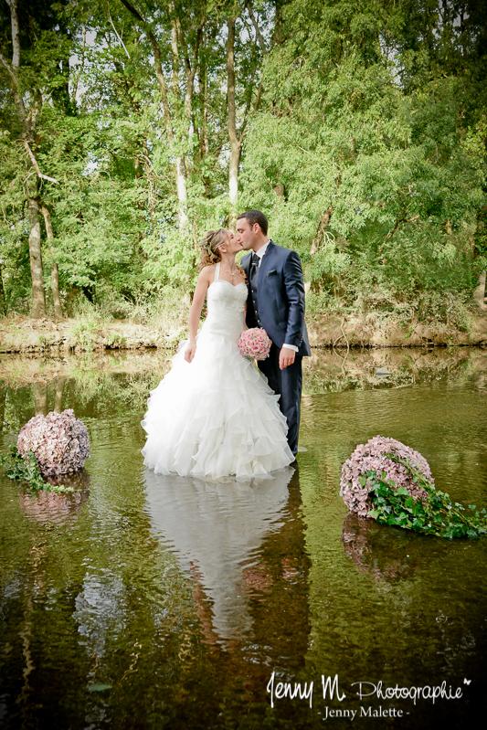 séance couple trash the dress mariés dans la rivière