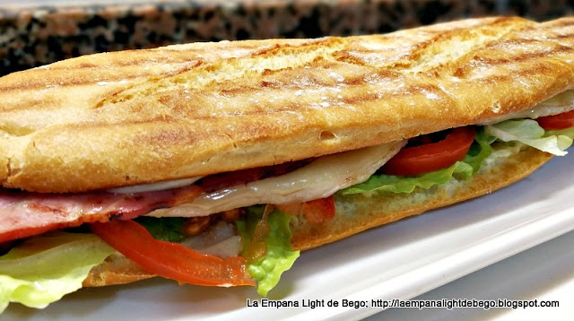 Resultado-final-chivito-de-bocadillo-de-lomo-queso-bacon-huevo-lechuga-tomate-y-mayonesa
