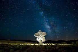 Chefe da SETI alega que políticos não querem que humanidade saiba da verdade sobre existência de extraterrestres