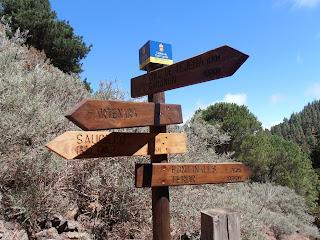 señales indicando los caminos