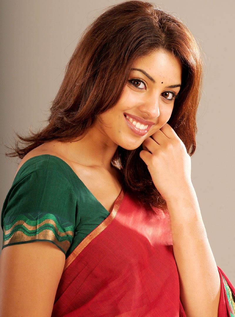 Cute Wallpapers To Download Free Tamil Cinema Gallery Richa Gangopadhyay Unseen Saree Stills