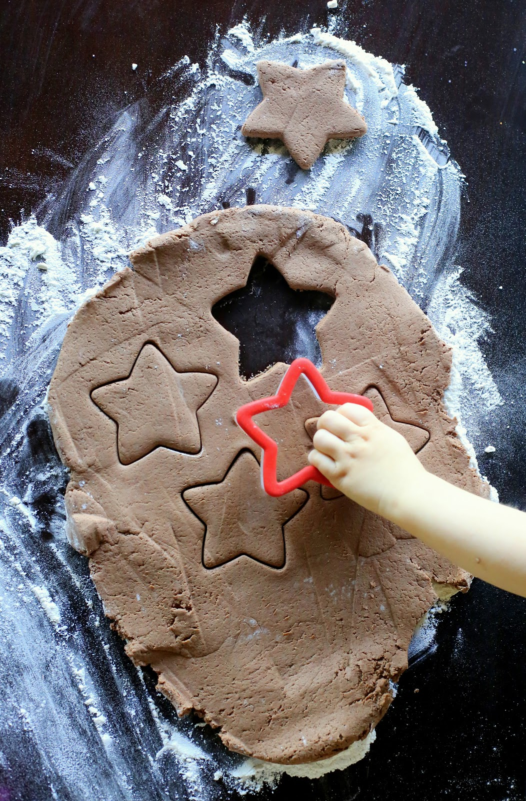 A new recipe for Chocolate ornament dough.  Make some hot cocoa and settle in for some delicious smelling homemade ornament creating!  From Fun at Home with Kids