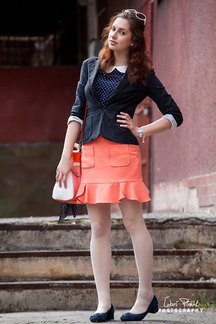Flats miniskirt and sheer black pantyhose - 5 7