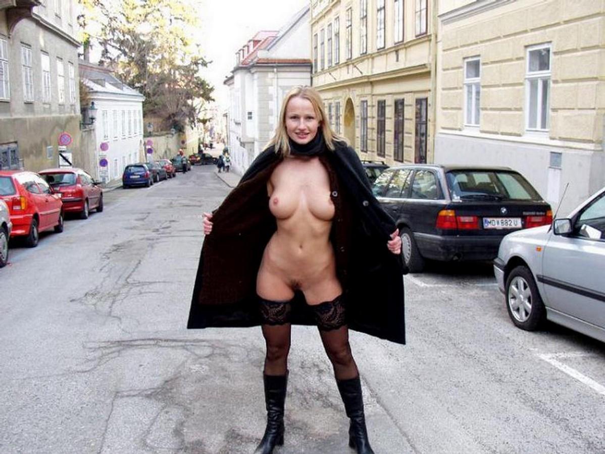Голые в колготках на публике порно фото — pic 8