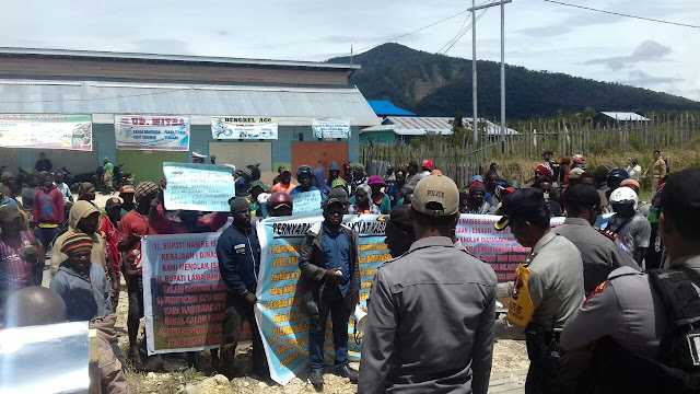 Polres Paniai Melaksanakan Pengamanan Aksi Demo di KPUD Deiyai