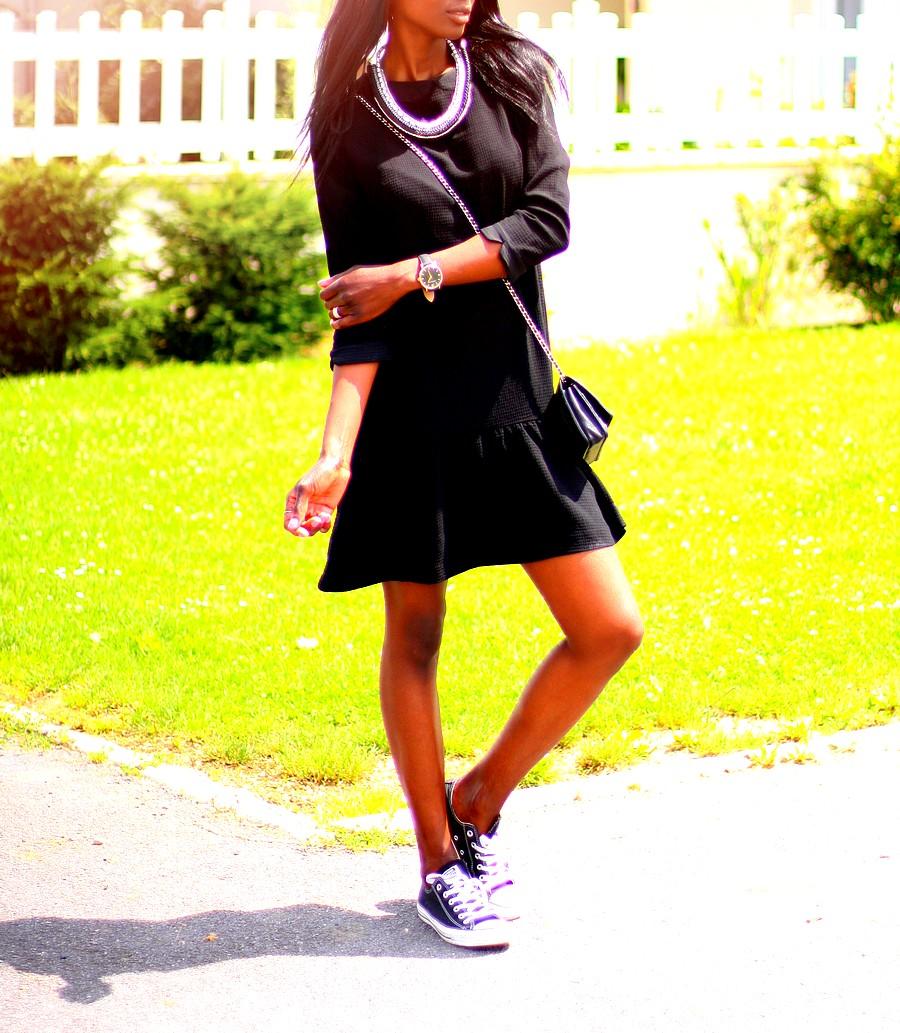 chanel-woc-robe-noire-volants-baskets-converse-stylesbyassitan