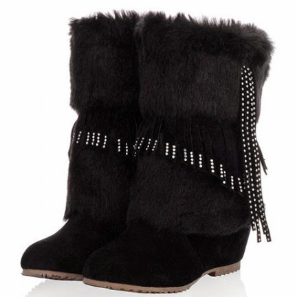 Fuzzy Warn Black Boots.