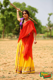 Rashmi Gautam mesmerizing cute pics in Solid Colors saree and Lovely Hairstyle from movie Guntir Talkies