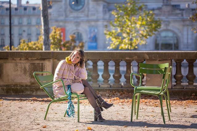 manteaux rose look automne en jupe Paris