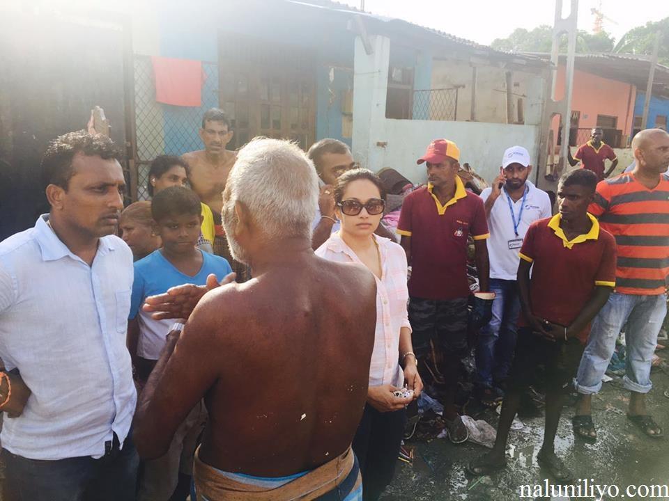 Janaki Wijerathne helping displaced floods