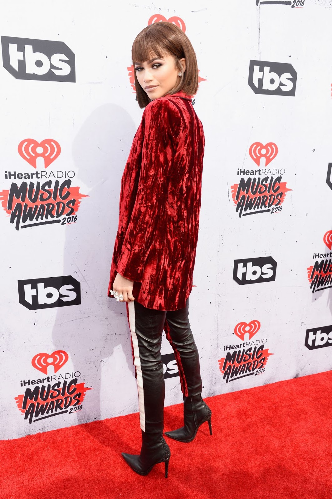 Zendaya shows off abs at the iHeartRadio Music Awards in LA