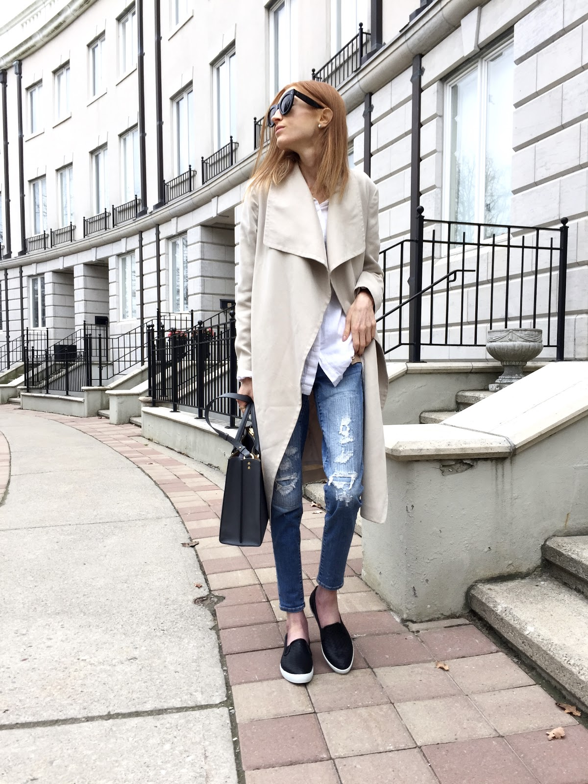 Cougar Boots Swoon, Sophie Hulme Albion tote charcoal grey, Celine Caty sunglasses, American Eagle denim, Club Monaco beige trench, Old Navy boyfriend white blouse
