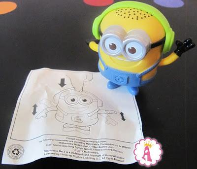 Обзор игрушек из Хеппи Мил. Миньон в наушниках
