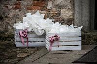 cassetta di legno per sacchetti porta riso matrimonio