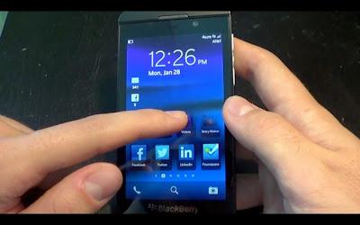 Está opción te permite saltar rápidamente a la cámara cuando el dispositivo se encuentra bloqueado, Esto es muy cómodo a la hora de que quieras tomar una foto puedes hacerlo rápidamente sin necesitad de estarlo buscando en el menú, Está guía nos llega por parte de los amigos de CrackBerry donde nos muestran los pasos a seguir para tomar una foto cuando tengamos nuestro dispositivo bloqueado o en modo de reposo. Cómo acceder a la cámara desde la pantalla de bloqueo en BlackBerry 10 Para acceder rápidamente a la cámara desde la pantalla de bloqueo en BlackBerry Z10, mantén pulsado
