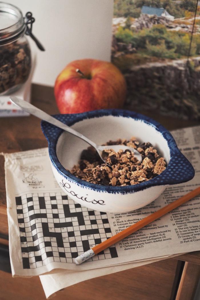 Recette de granola maison au sirop d'érable, chocolat et fruits secs