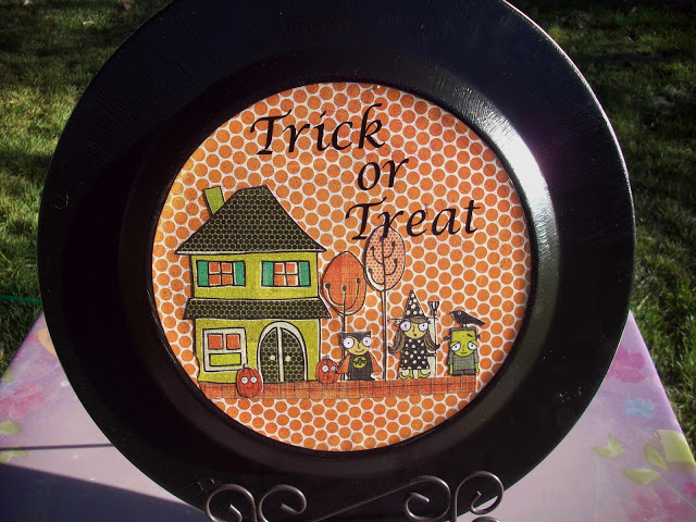 Halloween Trick or Treat plate by www.summerscraps.com