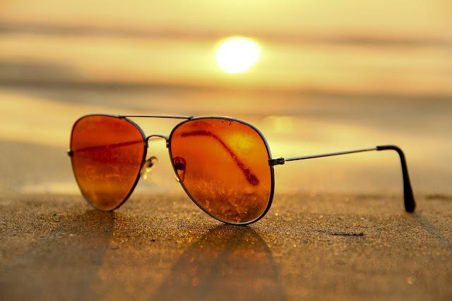 Okulary przeciwsłoneczne - modny gadżet czy ochrona przed słońcem?