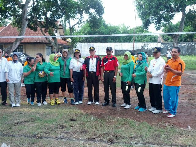 Koramil Ngadiluwih Tampil Di Turnamen Bola Voli Piala Kecamatan 2016