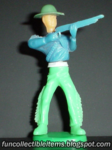 Rifleman collapsible plastic toy soldier