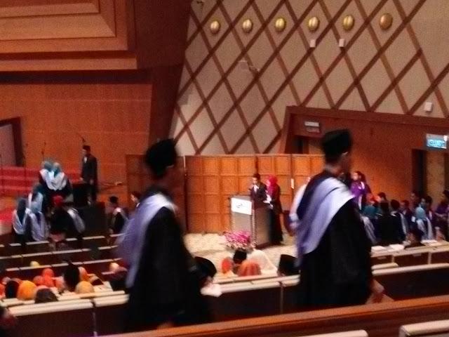 Selesai Majlis Konvokesyen Ayong Azmer Raikan Di Pop's