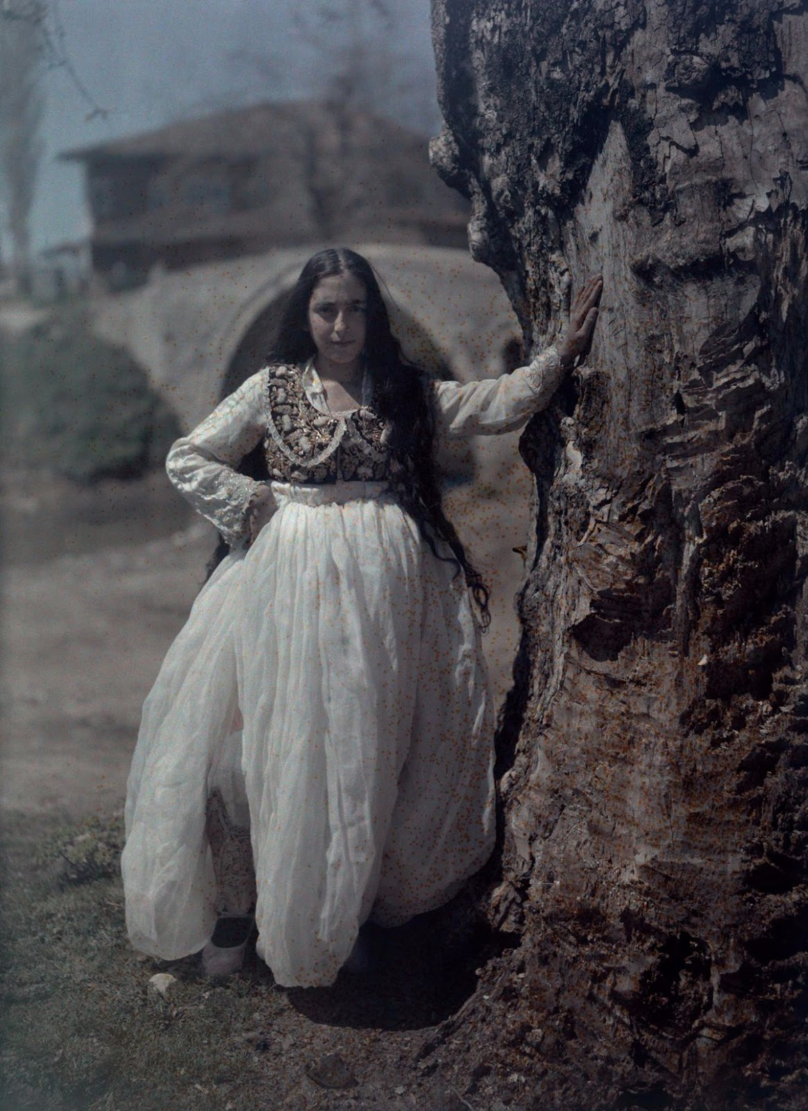 Stunning Autochrome Photos Of Women Posing In Their