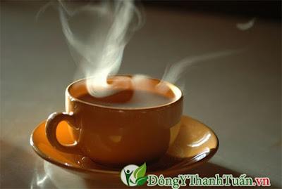 mẹo chữa viêm họng tại nhà bằng  trà nóng
