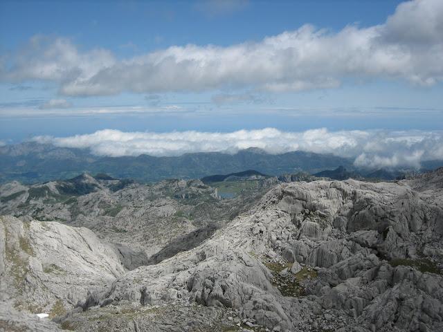 Rutas Montaña Asturias: El día abre en el último tramo al Requexón